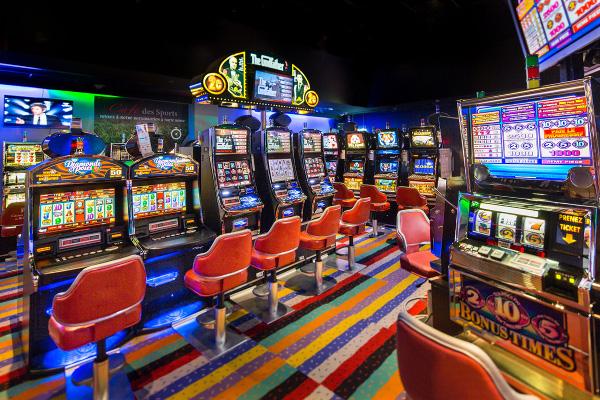 Кто такой дилер в казино, друг или враг игрока