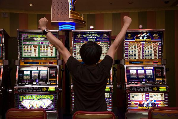 Выиграть у слот автомата в онлайн казино - миф или реальность?